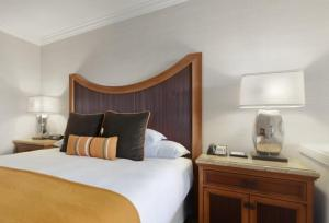 Queen Room with Two Queen Beds - Accessible Tub