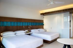 Club Queen Room with Two Queen Beds - Ocean View