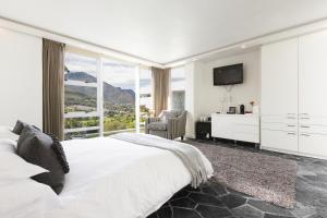 Luxury Room with Mountain View