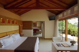 Two-Bedroom Bungalow with Hot Tub