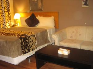 Deluxe Queen Room with Two Queen Beds with Kitchenette