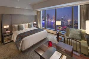 Club River View Room Twin