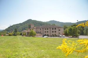 Photo of Smoky Mountain Inn & Suites