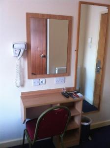 Single Room with private toilet and shower