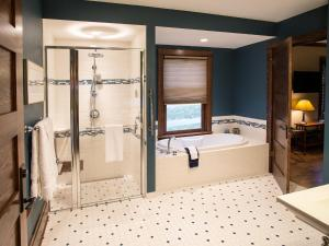Queen Suite with Spa Bath - Disability Access