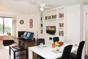 Photo of #9 Sunny 2 Br Flat By Downtow