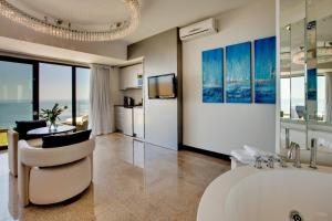 Luxury Double Room with Sea View - Sapphire
