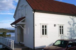 Photo of Four Bedroom Holiday Home In Gurskøy 3