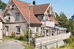 Photo of Five Bedroom Holiday Home In Fevik