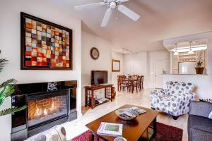 Photo of Little Raven Street Apartment By Stay Alfred
