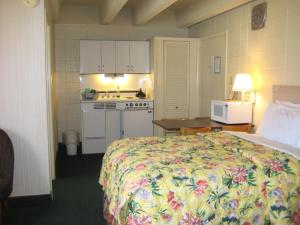 2 Double Beds Ocean View with Kitchenette