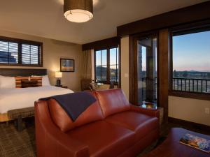 Deluxe King Room with Golf View