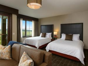 Deluxe Queen Room with Two Queen Beds with Golf View