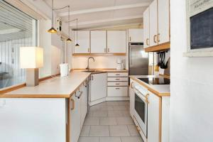 Three-Bedroom Holiday home in Roskilde, Holiday homes  Kirke-Hyllinge - big - 9
