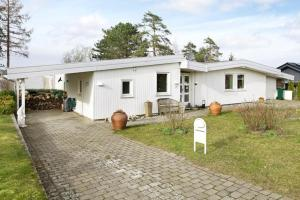 Three-Bedroom Holiday home in Roskilde, Holiday homes  Kirke-Hyllinge - big - 17