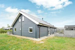 Three-Bedroom Holiday home in Tarm 2, Dovolenkové domy  Hemmet - big - 2