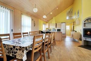 Three-Bedroom Holiday home in Tarm 2, Dovolenkové domy  Hemmet - big - 9
