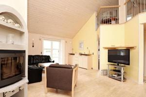 Three-Bedroom Holiday home in Tarm 2, Dovolenkové domy  Hemmet - big - 15