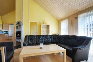Three-Bedroom Holiday home in Tarm 2, Dovolenkové domy  Hemmet - big - 30