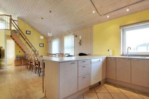 Three-Bedroom Holiday home in Tarm 2, Dovolenkové domy  Hemmet - big - 32