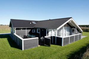 Photo of Four Bedroom Holiday Home In Hirtshals 1