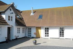 Photo of Four Bedroom Holiday Home In Ribe 1