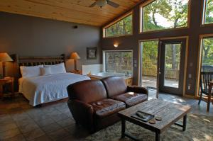 Premier King Cabin with Lake View