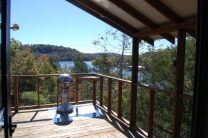 King Cabin with Lake View
