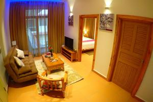 Deluxx Boutique Hotel and Serviced Apartment
