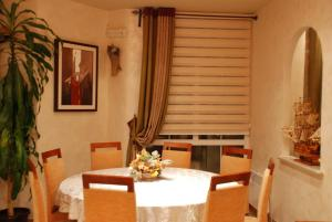 Apartments and Rooms Villa Gaga 2, Bed & Breakfasts  Budva - big - 87