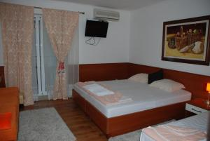 Apartments and Rooms Villa Gaga 2, Bed & Breakfasts  Budva - big - 13