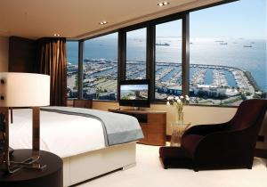 Executive Suite with Sea View and Lounge Access