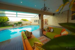 Quarto Queen com Vista Piscina