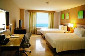 Queen Room with 2 Queen Beds with Ocean View