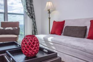 Mary-am Suites - Meridian Residence - Furnished Apartments