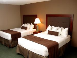 Queen Room with Two Queen Beds - Disability Access/Non-Smoking with Bathtub