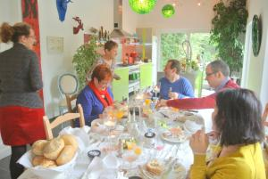 B&B Azee, Bed and Breakfasts  Ostende - big - 27