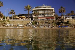 Photo of Beach House Hotel