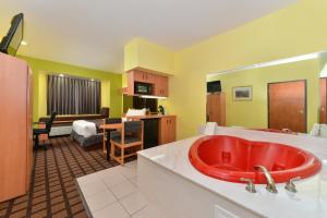 Queen Suite with Spa Bath - Disability Access/Non-Smoking