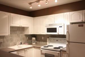 One-Bedroom Suite - Stoney Creek Sunpath