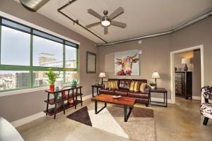 Photo of Santa Rosa Avenue Apartment By Stay Alfred