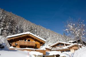 Photo of Yeti Lodge Chalets