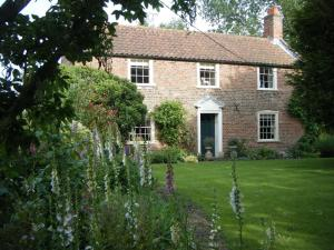 Westgate House & Barn in Holbeach, Lincolnshire, England