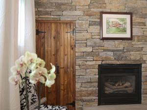 Niagara Grand View Garden Level King Room with Fireplace