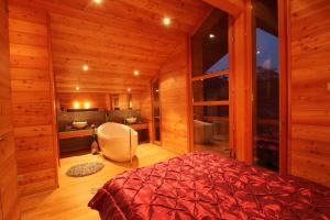Chalet C by Chivoone