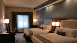 Queen Room with Two Queen Beds with Tub - Disability Accessible