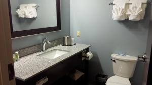 King Suite with Kitchen - Non-Smoking/Disability Accessible
