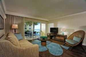 Ground Level Deluxe One-Bedroom Suite with Gulf View