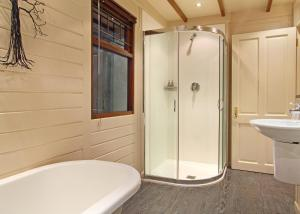 House with Shared Bathroom