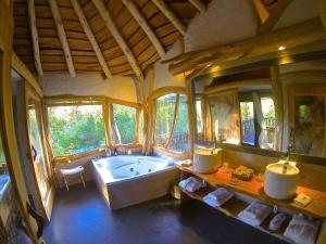King or Twin Beds Tree-House Suite with Spa Bath:Treile